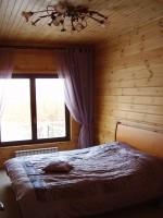 Теплая уютная спальня